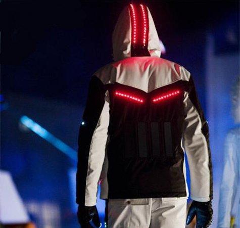 Споривная куртка со светящимися элементами