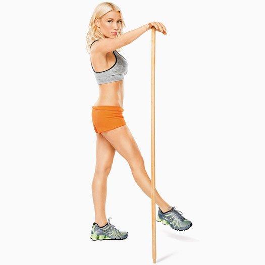 Женщина с гимнастической палкой