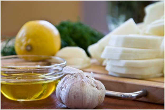 чеснок, оливковое масло и лимон