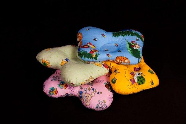 несколько ортопедических подушек