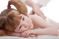Можно ли вылечить сколиоз у ребёнка с помощью массажа и как это сделать?
