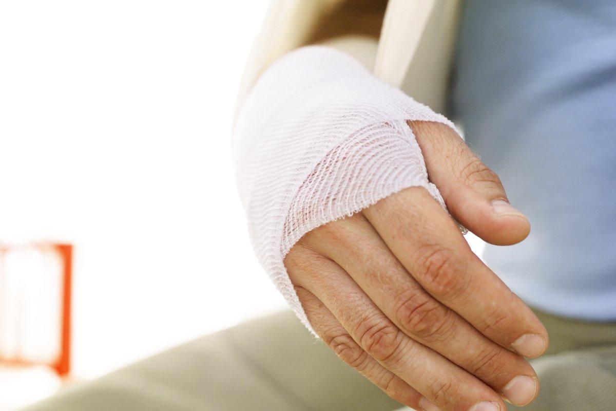Первая помощь при переломе запястья