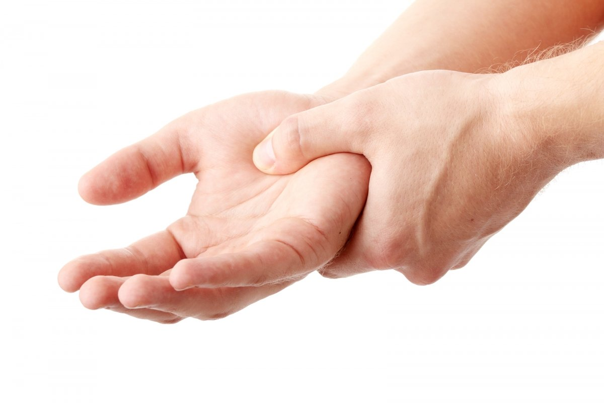 Опухание и зуд рук: о чем говорит симптом, опасен ли он, и как от него избавиться?