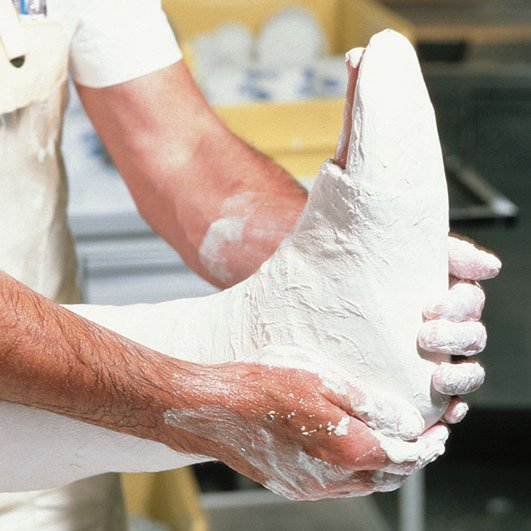 Фиксация перелома производится с помощью гипсовой повязки