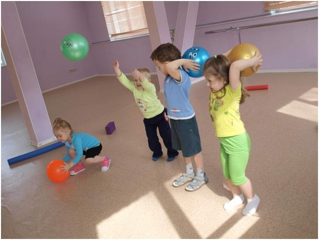 Конкурсы с маленькими мячиками