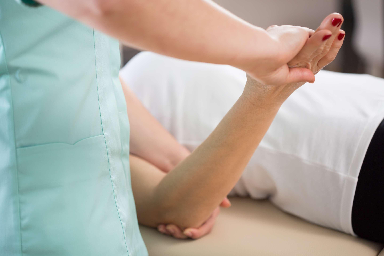 Лечение ушибов локтевого суставов ванны со сбора хвойных веток при болезни суставов