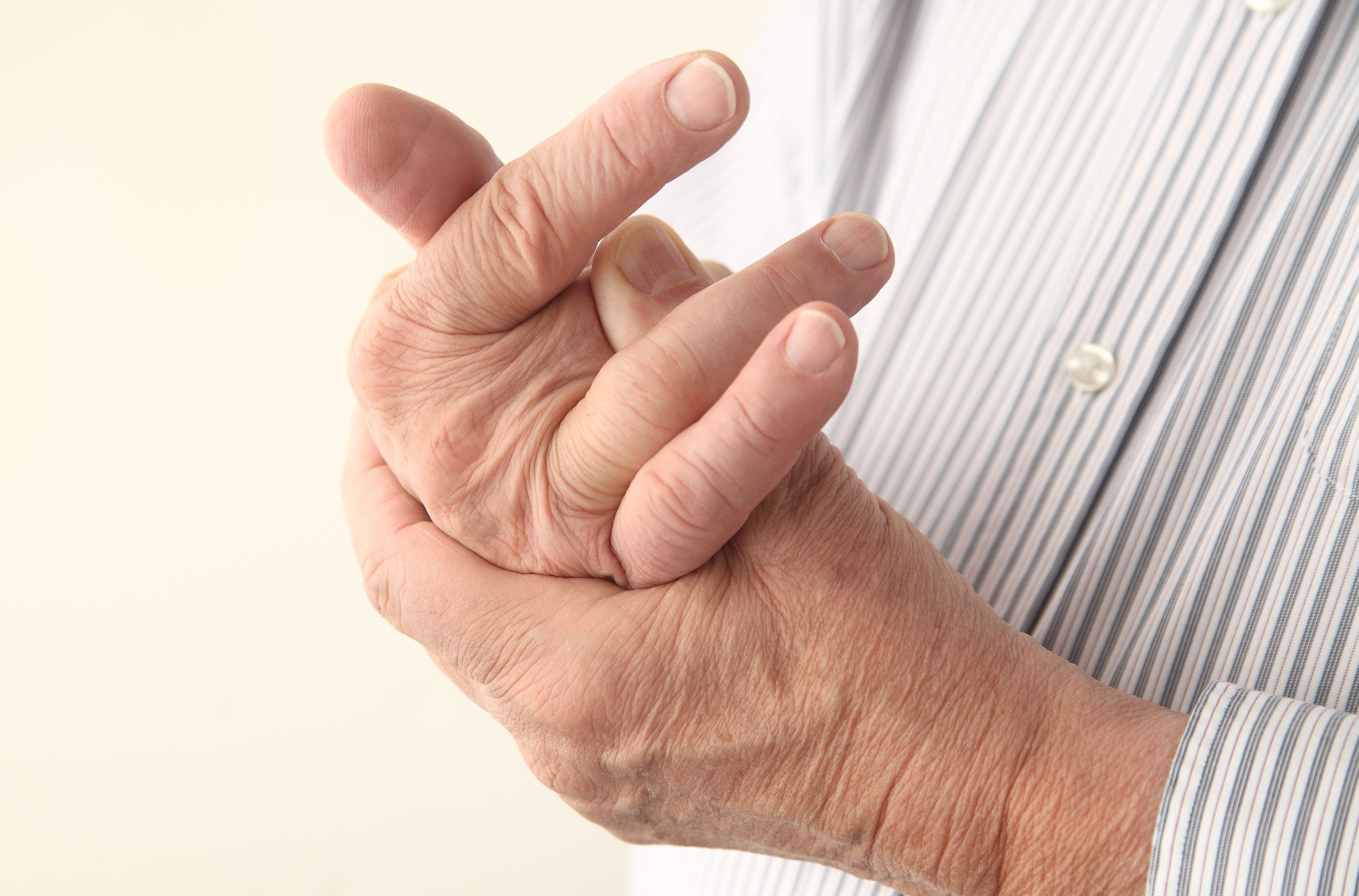 Артрит пальцев рук: симптомы, лечение