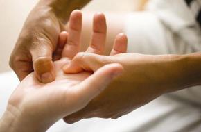 боль в суставах пальцев рук причины